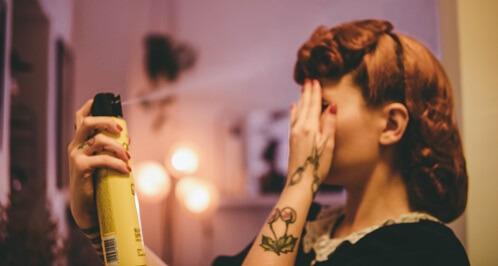 föna och spraya ditt hår