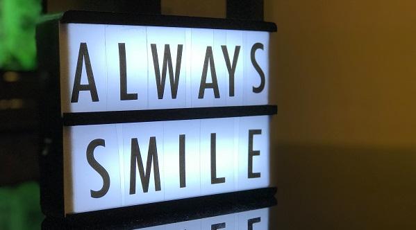 våga le med vita tänder